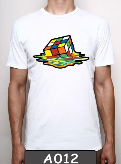Remera estampada Cubo mágico. A012